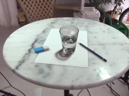 نقاشی 3d از لیوان آب