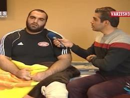 مصدومیت قویترین مرد جهان در تمرین/ خم شدن زانوهای بهداد سلیمی زیر وزنه