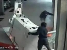 سارقان حرفه ای دستگاه عابربانک را دزدیدند!