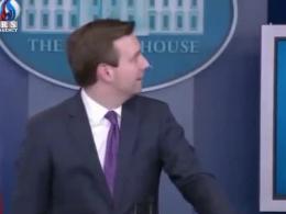 صدای عجیب در کاخ سفید هنگام کنفرانس مطبوعاتی