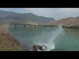 خودروی برقی  ایرانی در آب...! ( نشانه اعتراض به بی توجهی مسئولین)