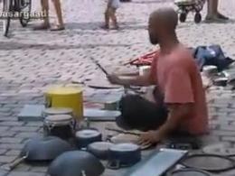 بهترین اجرای موسیقی خیابانی با ظروف و آهن قراضه