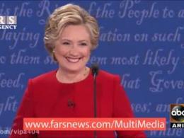 حرکت عجیب و خندهدار کلینتون در مناظره انتخاباتی