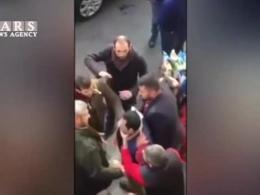 حمله اشتباهی مردم به مردی که شبیه مجری حمله تروریستی اخیر بود!