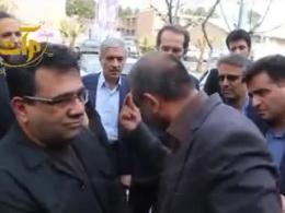 اعتراض تند شهروند سمنانی به دستیار ویژه رئیس جمهور و نحوه برخورد محافظا