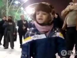 مداحی زیبای پسربچه ی ایرانی در بین الحرمین