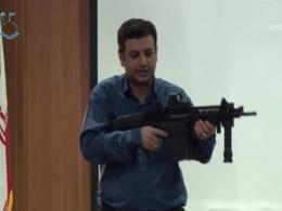 استاد رائفی پور اسلحه به دست (ساخت و معرفی اسلحه)