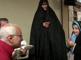اذان گفتن استاد عباسی در گوش آقا سیدرضا 7 روزه