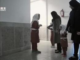 فیلم| معلمی که بدون حقوق در مدرسه نابینایان تدریس میکند/ فلاح: در یک هفته خط بریل را یاد گرفتم