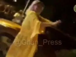رقص یکزن در گلسار رشت و برخورد مامور پلیس با او