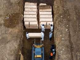 دفن اجساد کرونایی نیویورک در گورهای دسته جمعی...