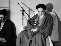 چرا رهبر انقلاب مانند امام خمینی (ره) قاطعیت ندارد!؟