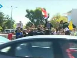 جوانان سوری مقابل حمله ی آمریکا ایستادگی میکنند