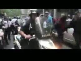 حمله پليس آمريکا به اشغال کنندگان وال استريت