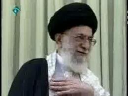 همخوانی مردم قم در دیدار با رهبر انقلاب اسلامی