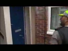 یورش پلیس به منازل شهروندان انگلیسی