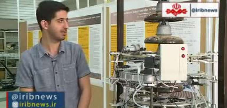 ربات ایرانی که در ارتفاع 40 متری مقره های برق را شستشو می دهد