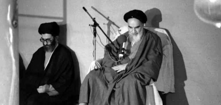 جریان فیلم افطار معروف امام خمینی (ره) و مسئولان ناظم، که منتظر آقای خامنه ای ایستاده بودند..
