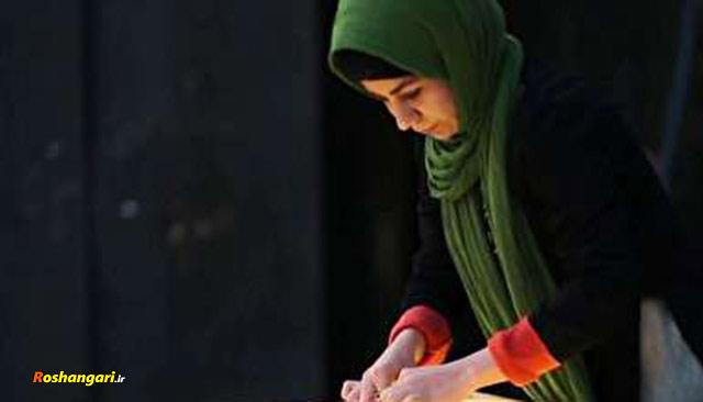 نقاشی با شن فاطمه عبادی در مراسم عید بیعت