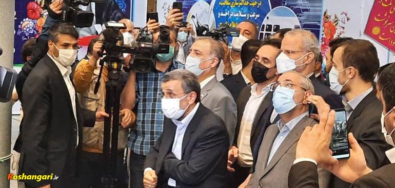 توهین علنی طرفداران احمدی نژاد به رهبری وسکوت احمدی نژاد
