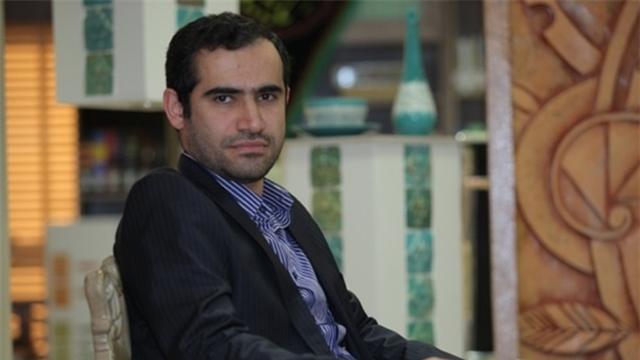 پاره کردن متن سخنرانی استاد دانشگاه تهران به دلیل اعتراض