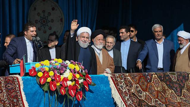 مجلس گرمکن روحانی در سفر استانی!
