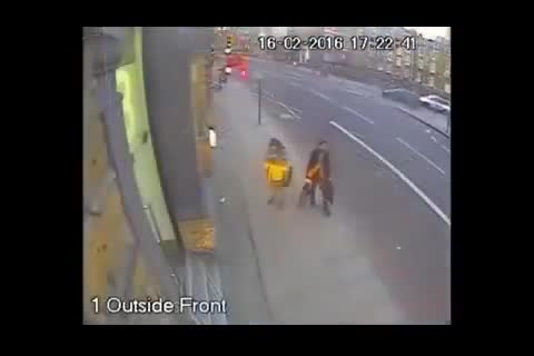 موبایل قاپی 3 ثانیه ای در لندن