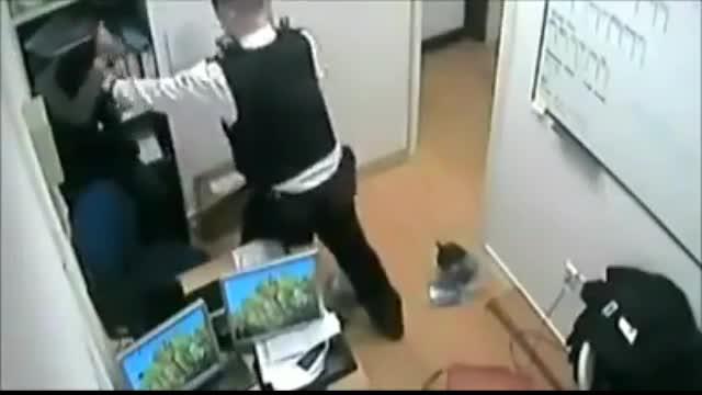 برخورد پلیس انگلیس با زن محجبه