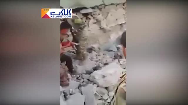 نجات معجزه آسای طفل یک ساله از زیر آوار!
