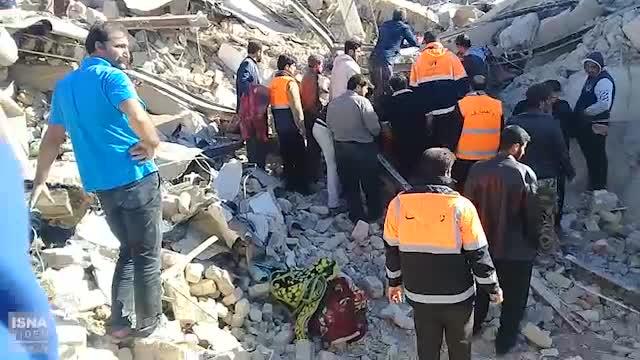 نخستین فیلم از بیرون کشیدن اجساد جان باختگان زلزله