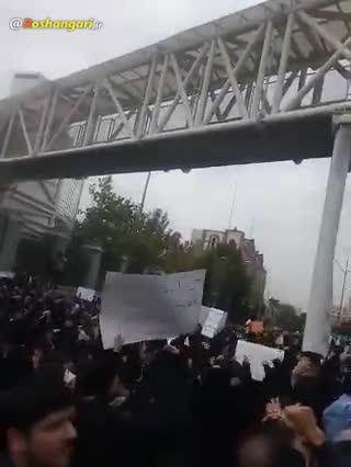 شعار دانشجویان و تجمع مردم بعد از تصویب cft مقابل مجلس