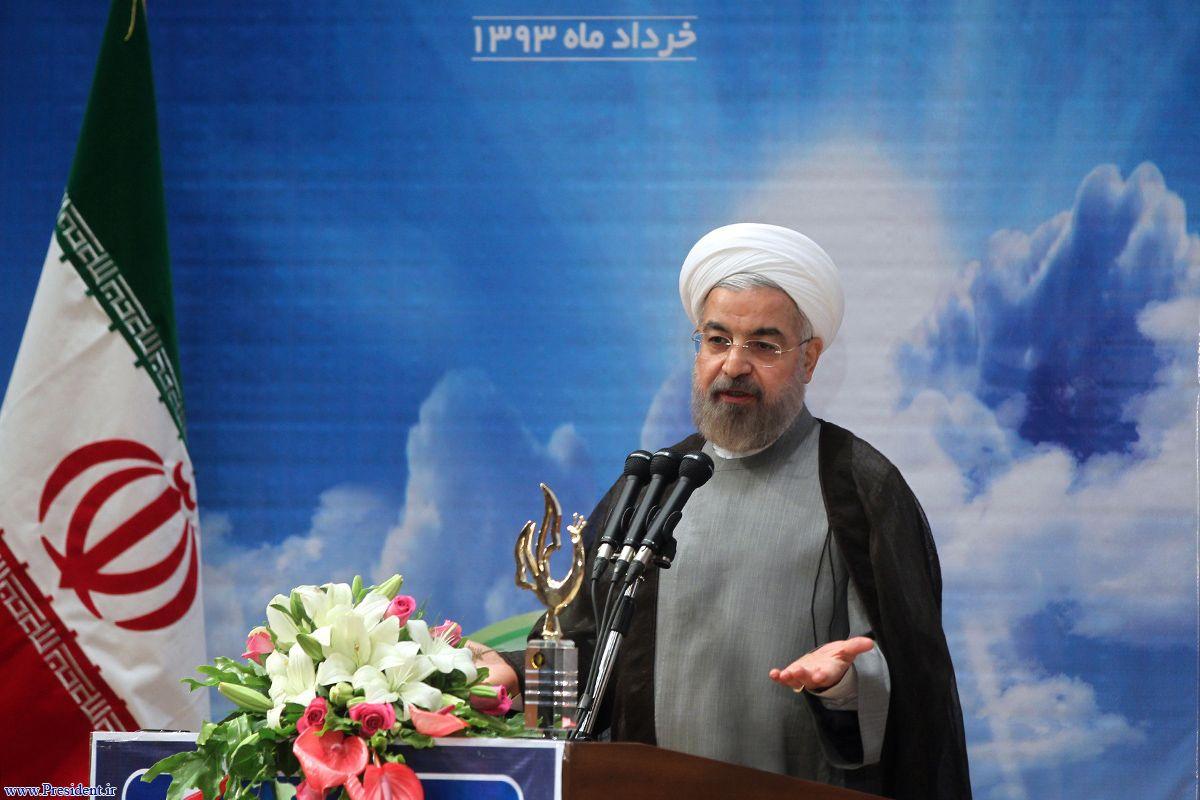 روحانی : تبلیغ دین وظیفه مراجع است/دولت هم باید کمک کند