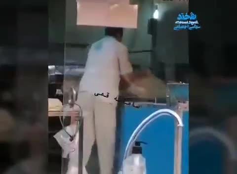 فیلمی از حرکات عجیب شاگرد یک نانوایی در تهران !!!!