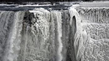 نمای کم سابقه یخ زدن آبشار نیاگارا!