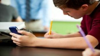 رابطه درس و مدرسه با تلفن همراه