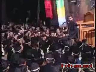 فیلم روایتگری حاج حسین یکتا در جلسه محرم هیئت فاطمیون_4